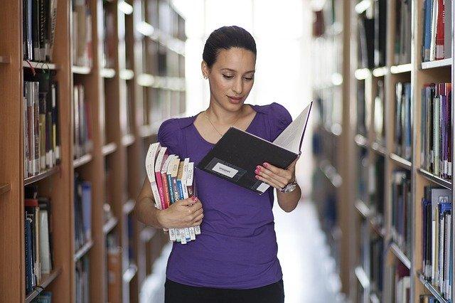 L'éducation à travers les livres